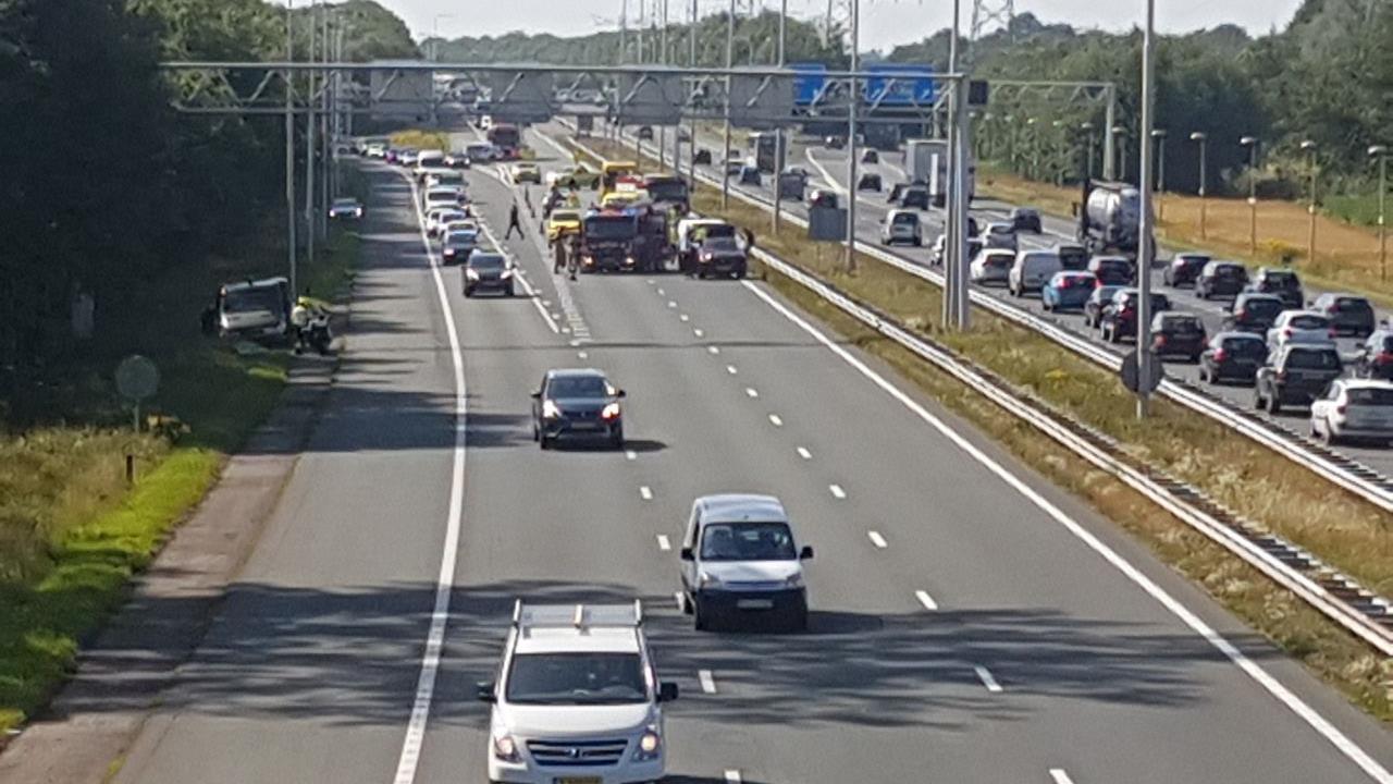 A1 en A35 richting knooppunt Azelo vast door ongeval bij Borne.
