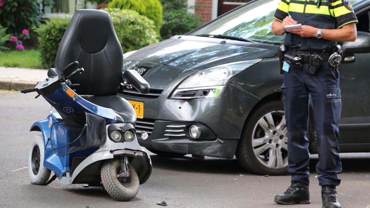 Vrouw en kind naar het ziekenhuis na aanrijding met auto in Oldenzaal.