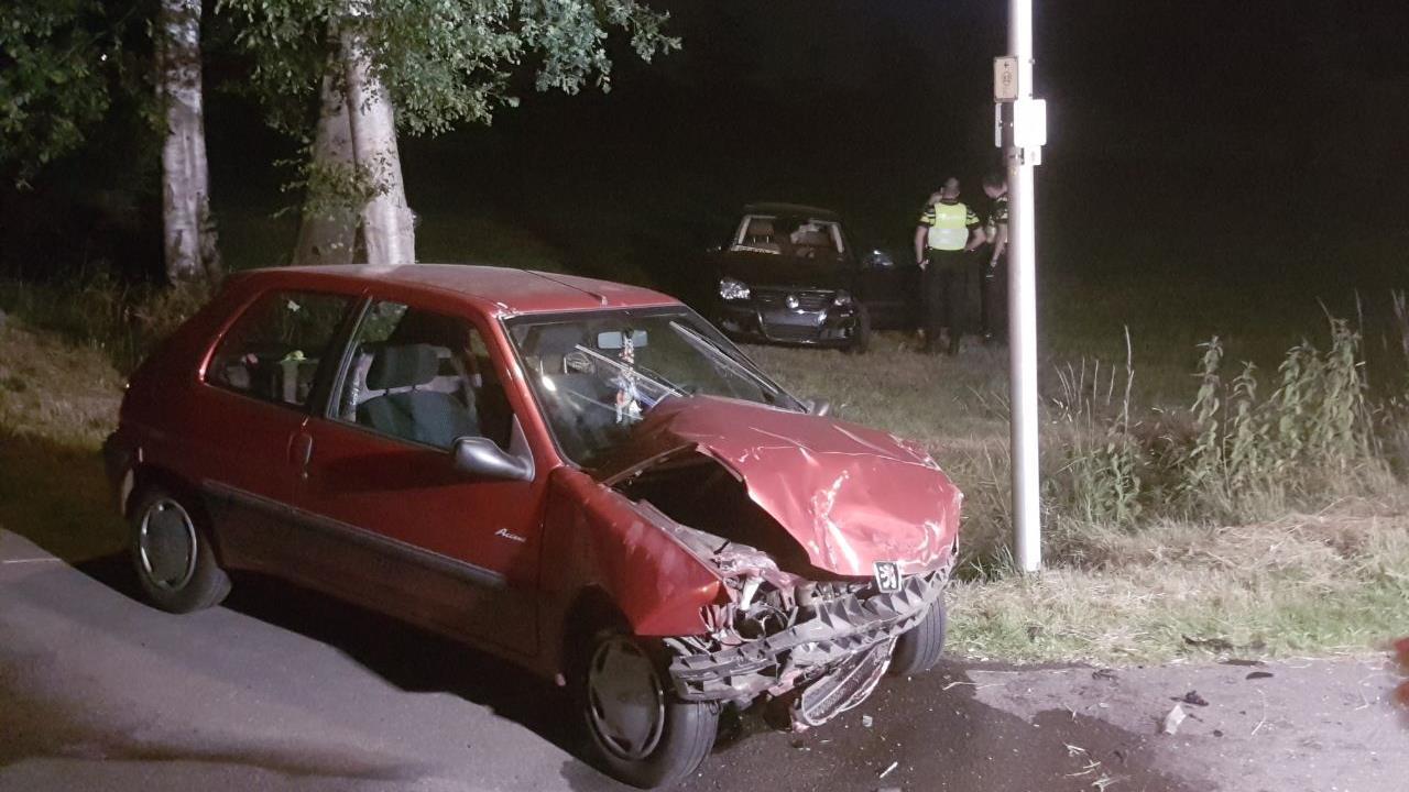 Twee gewonden bij aanrijding in Ambt Delden.