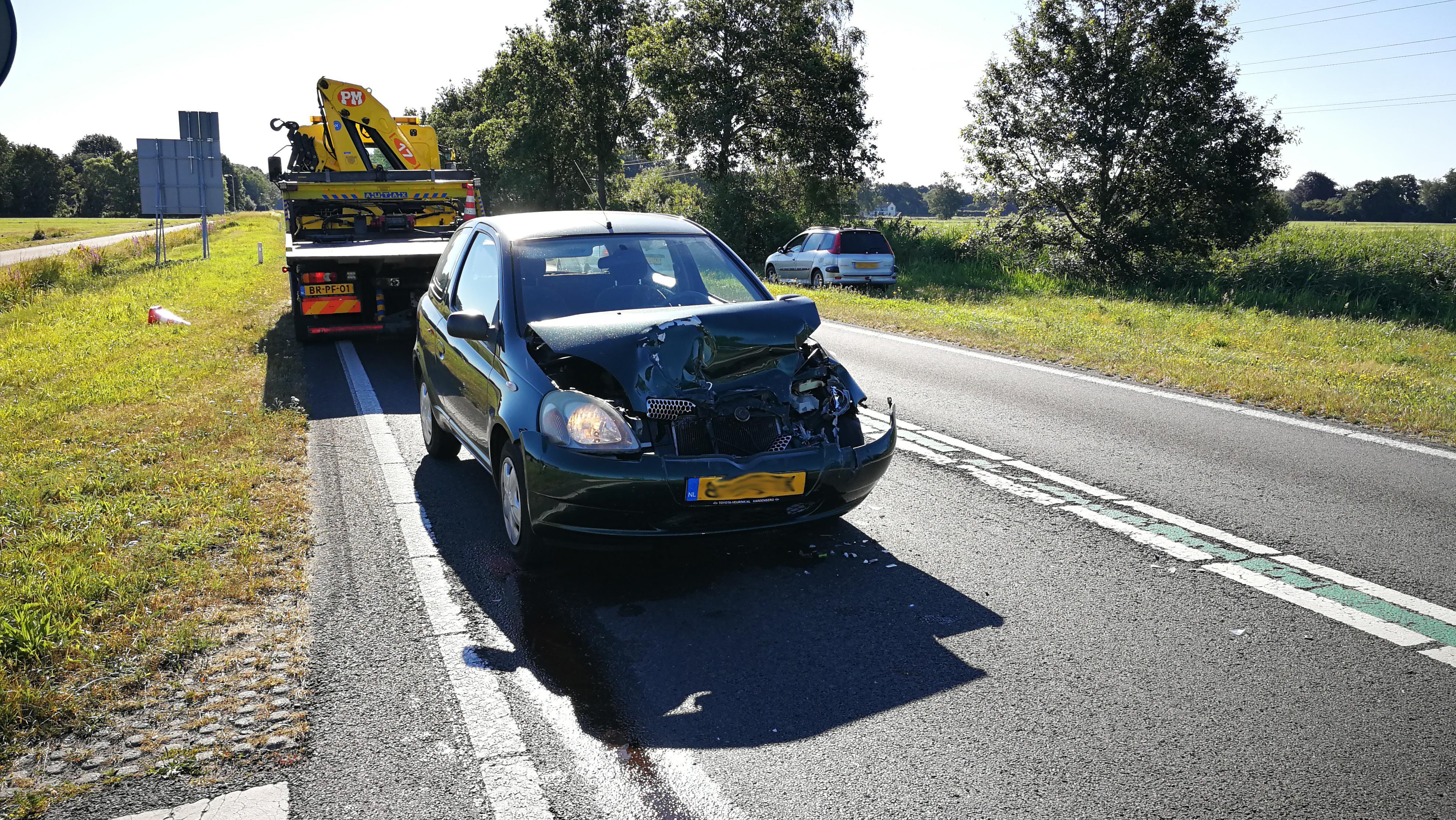 Aanrijding met vier autos op de N377 in Dedemsvaart, één persoon naar het ziekenhuis.