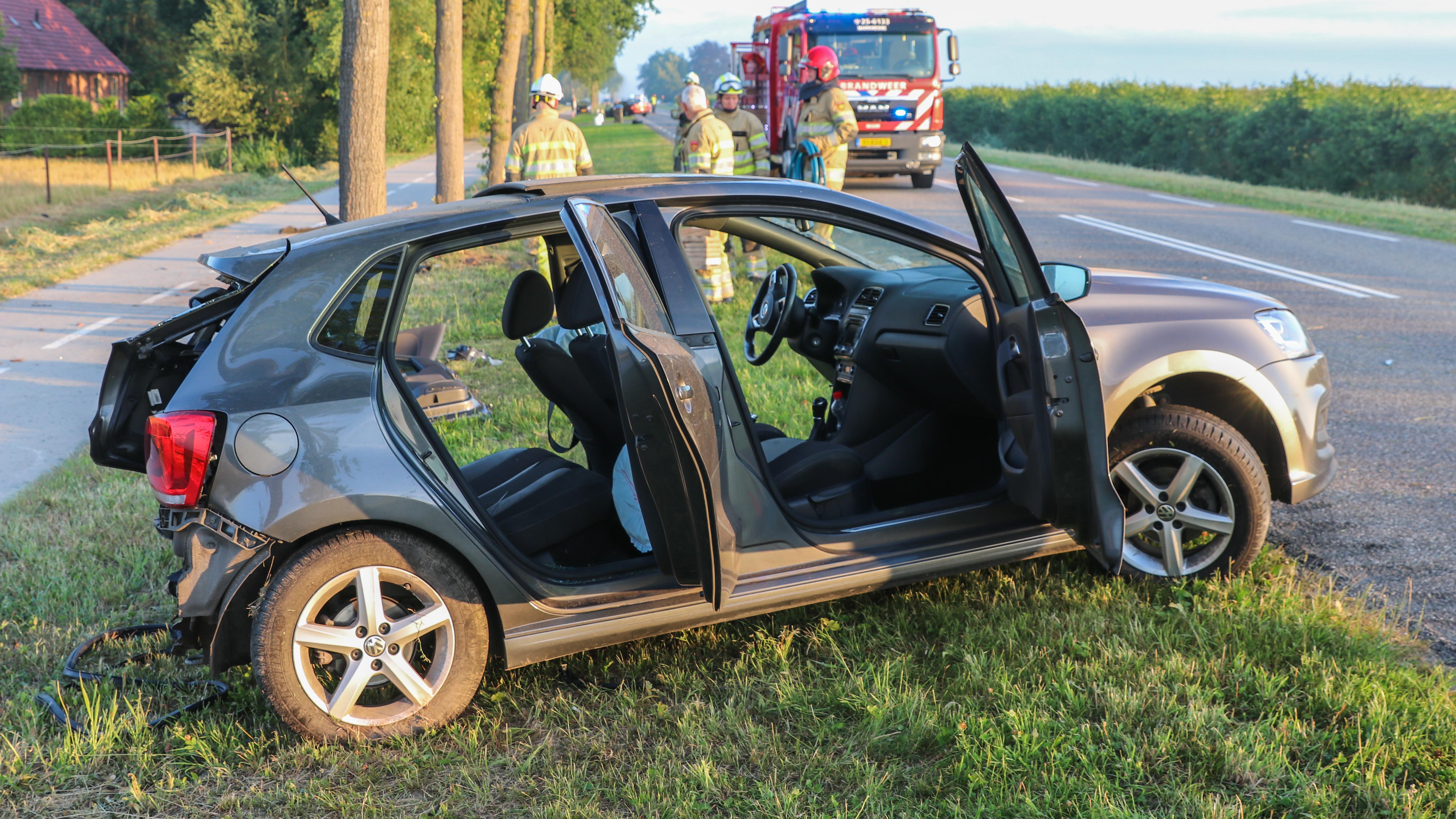 Gewonde bij zwaar ongeval op N331 bij Vollenhove, weg is gedeeltelijk afgesloten.