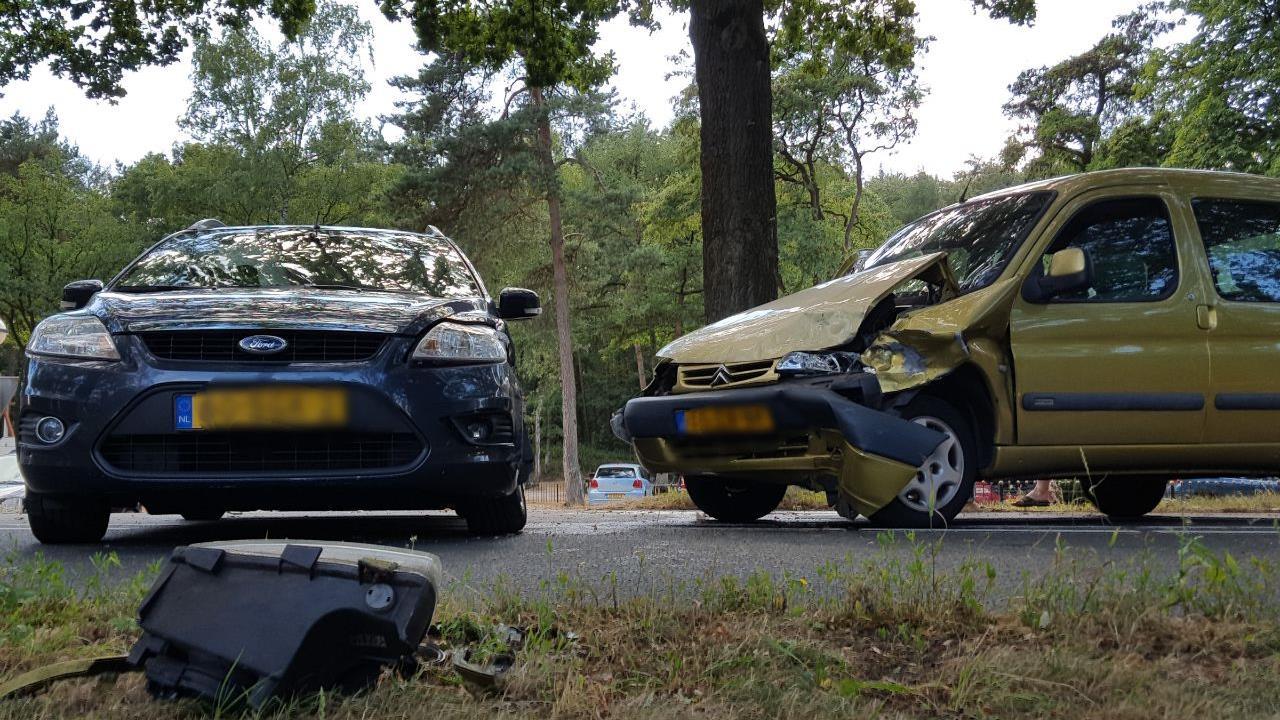 N752 in Rijssen weer open na ongeluk met twee autos.