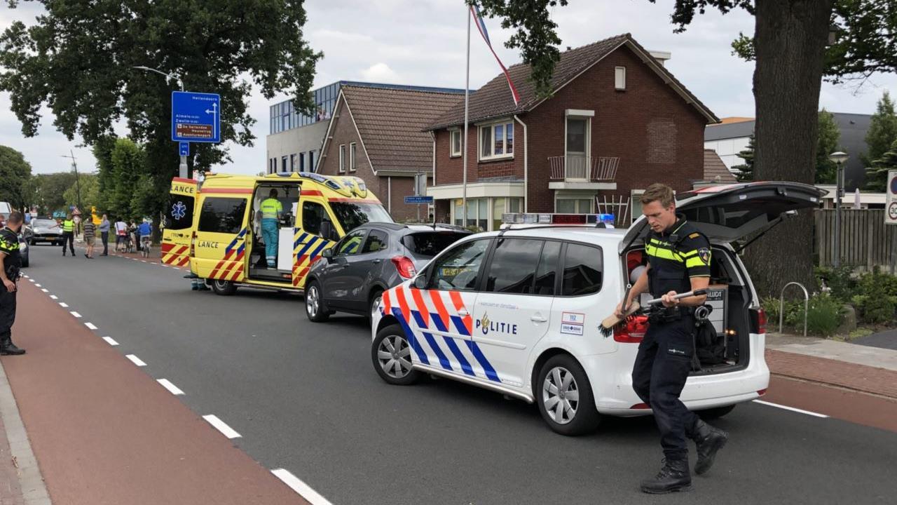 Fietser gewond na aanrijding met auto in Nijverdal.