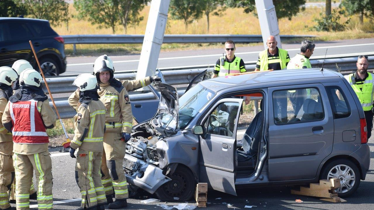 Ongeval op A32 bij Meppel, autobestuurder zwaargewond naar het ziekenhuis.