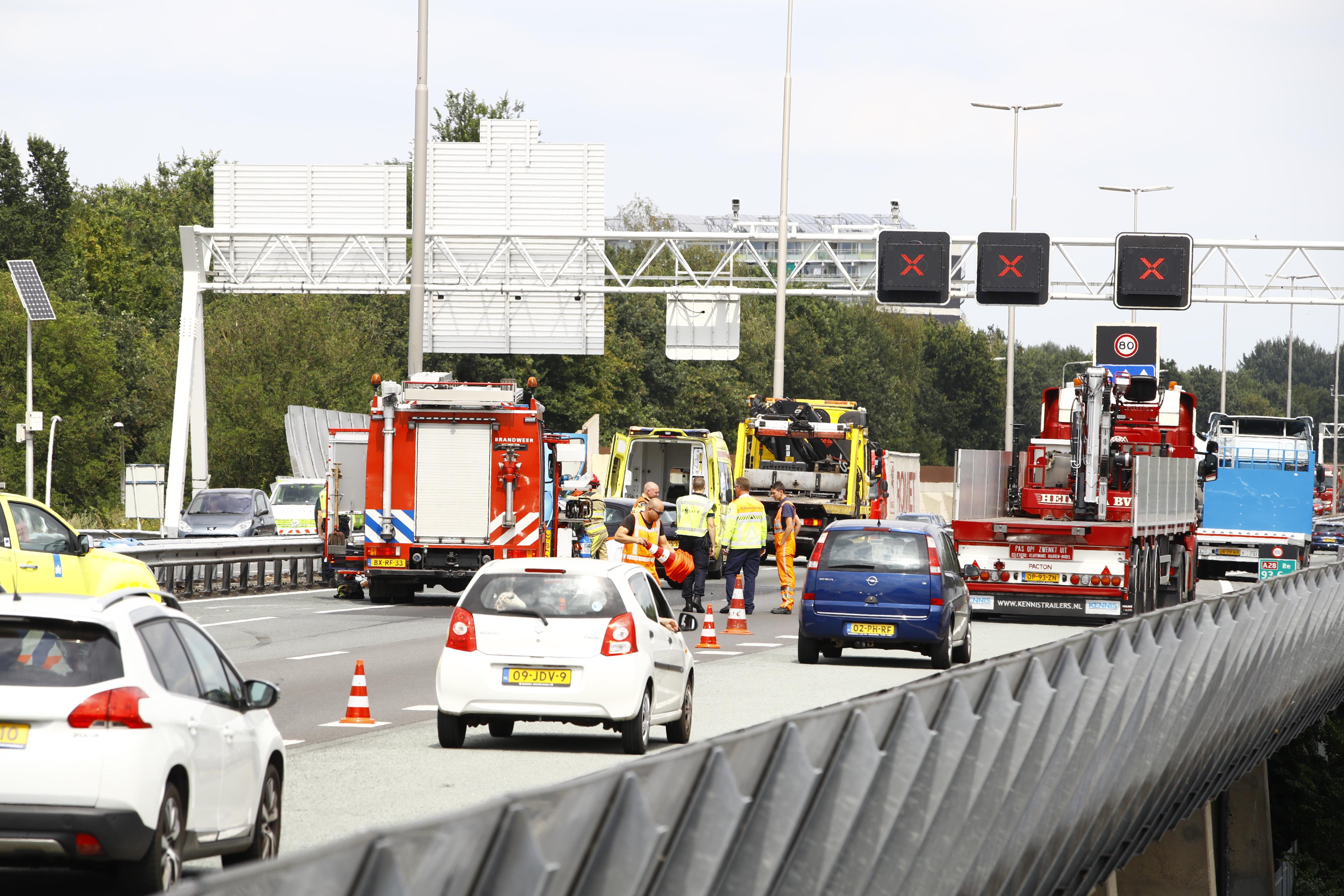 A28 bij Zwolle weer vrij na ongeluk.