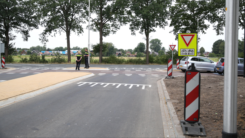Eerste ongeluk op dinsdag geopende F35 in Vriezenveen: fietsster gewond na aanrijding.