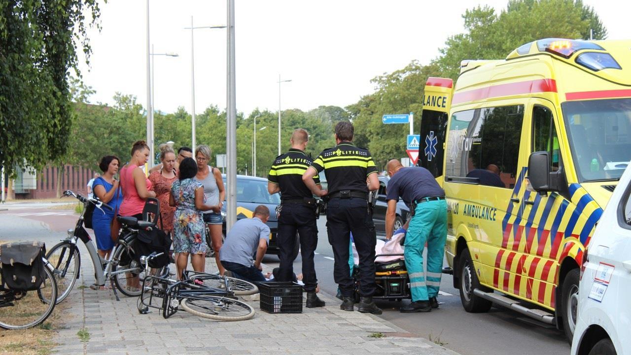 Meisje op fiets raakt gewond bij aanrijding in Kampen.