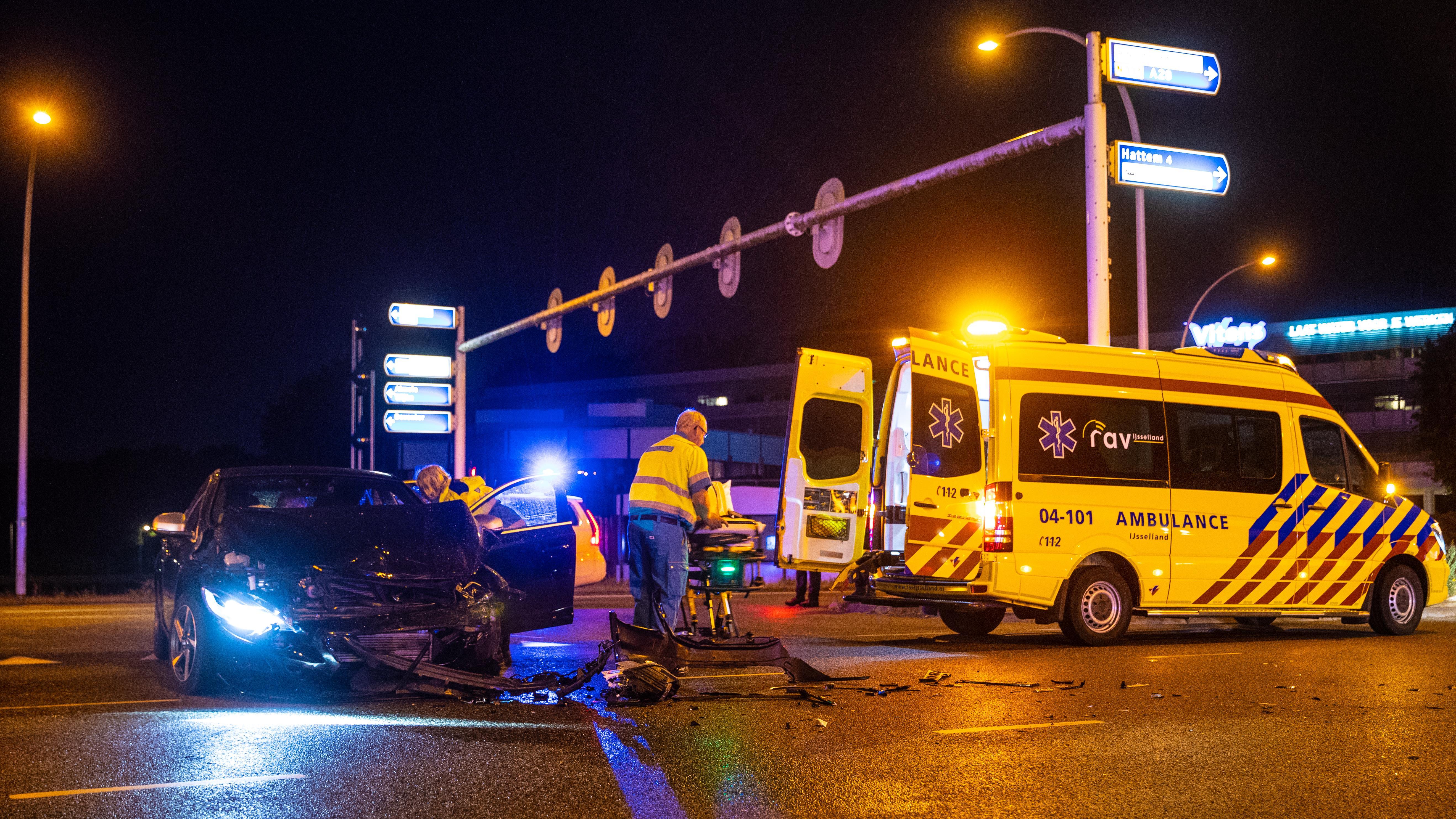 Gewonde bij botsing autos in Zwolle.
