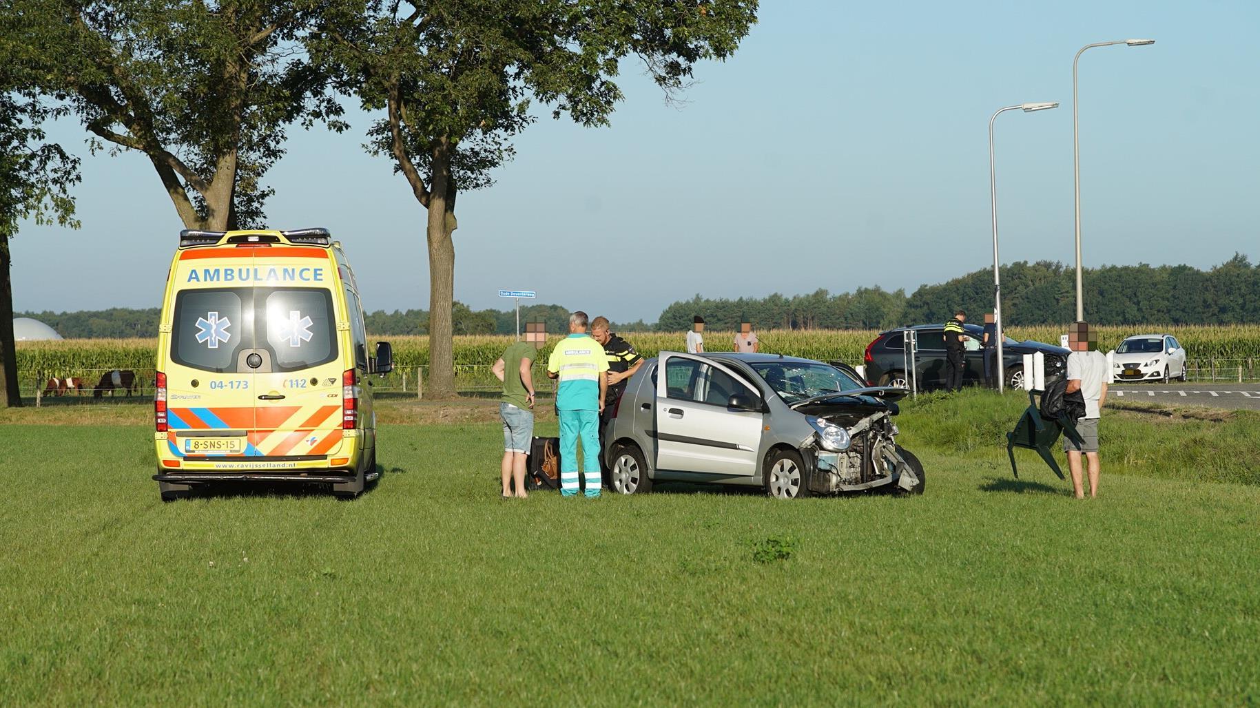 Automobilist raakt gewond bij botsing in Wesepe.