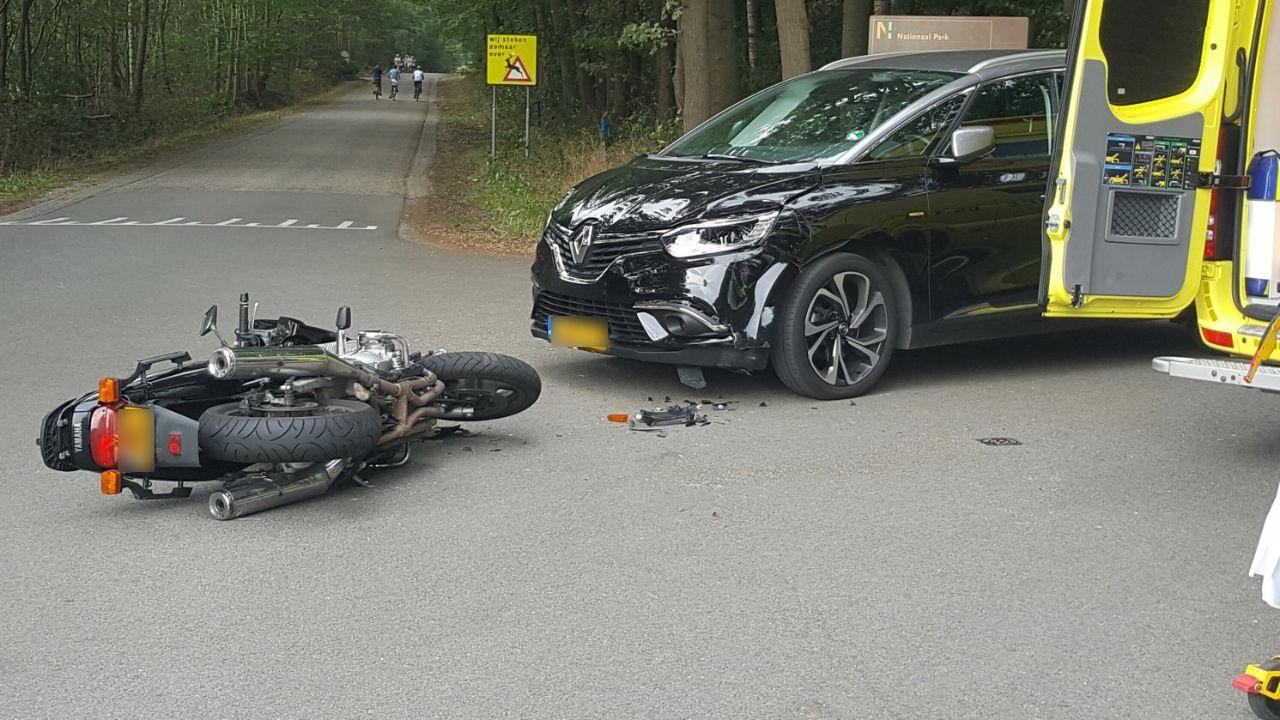 Motorrijder gewond bij aanrijding in Holten.