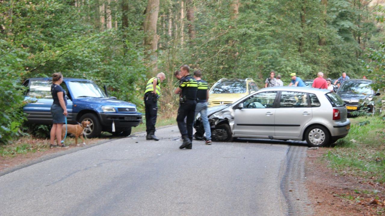 Twee inzittenden raken gewond bij frontale botsing in Rijssen.