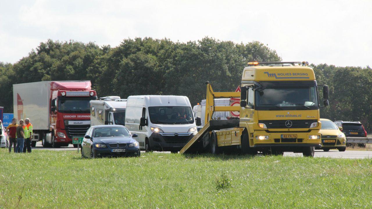 Weer een ongeluk op de A1: auto en bestelbus botsen op elkaar bij Bathmen.
