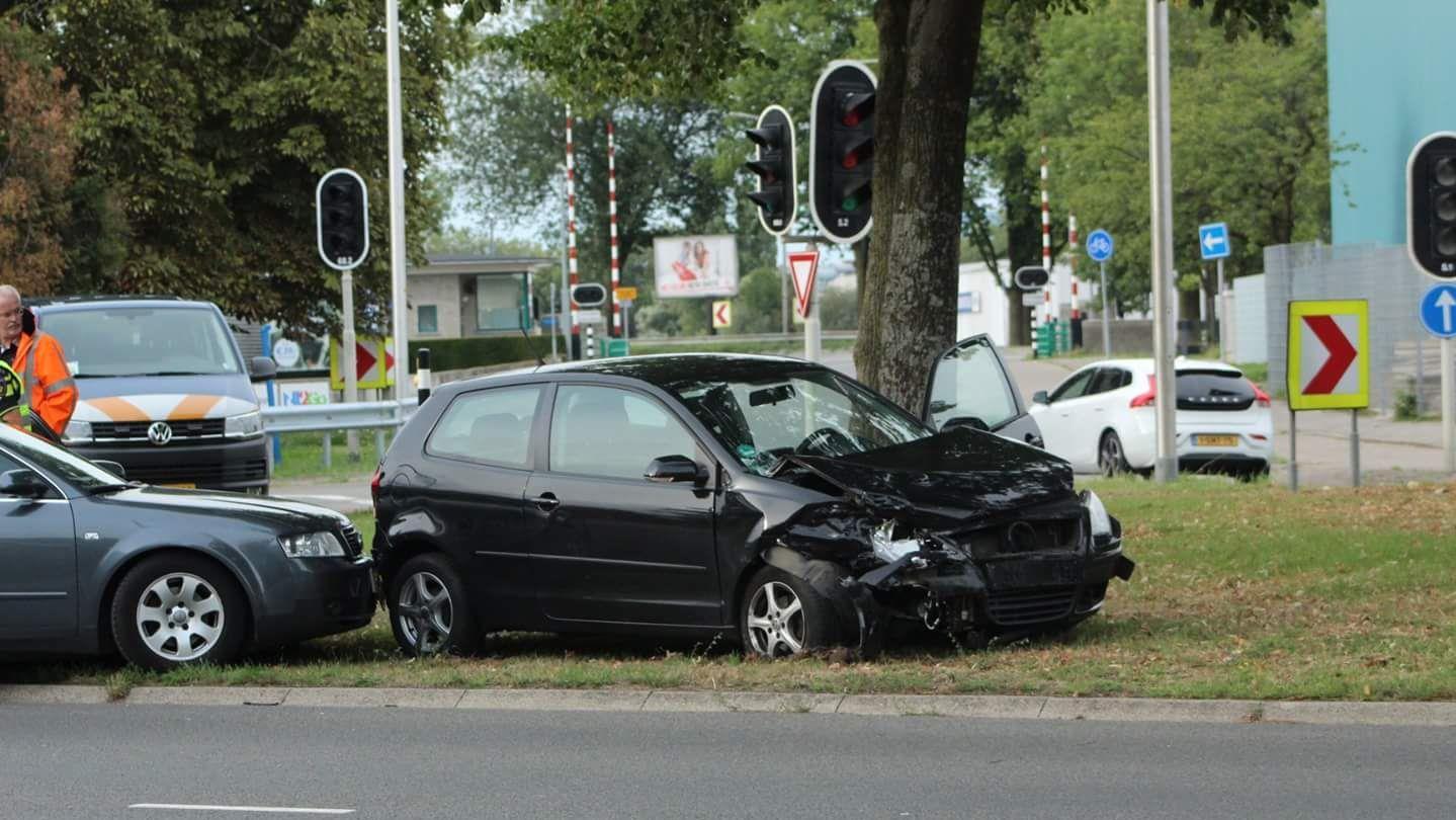Twee gewonden bij aanrijding in Deventer.