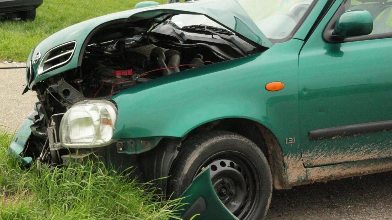 Automobilist raakt gewond bij ongeluk op Zonnebergweg in Ootmarsum.