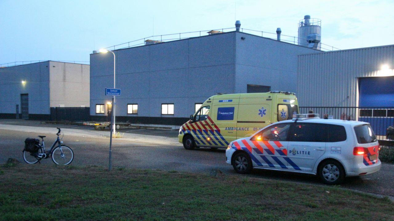 Fietsster gewond bij botsing met busje in Nijverdal.