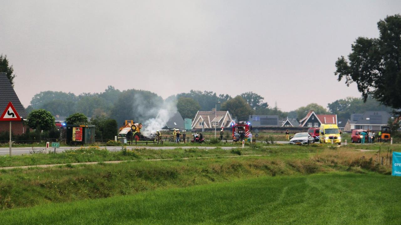 Automobilist overleden na aanrijding met tractor in Deurningen.