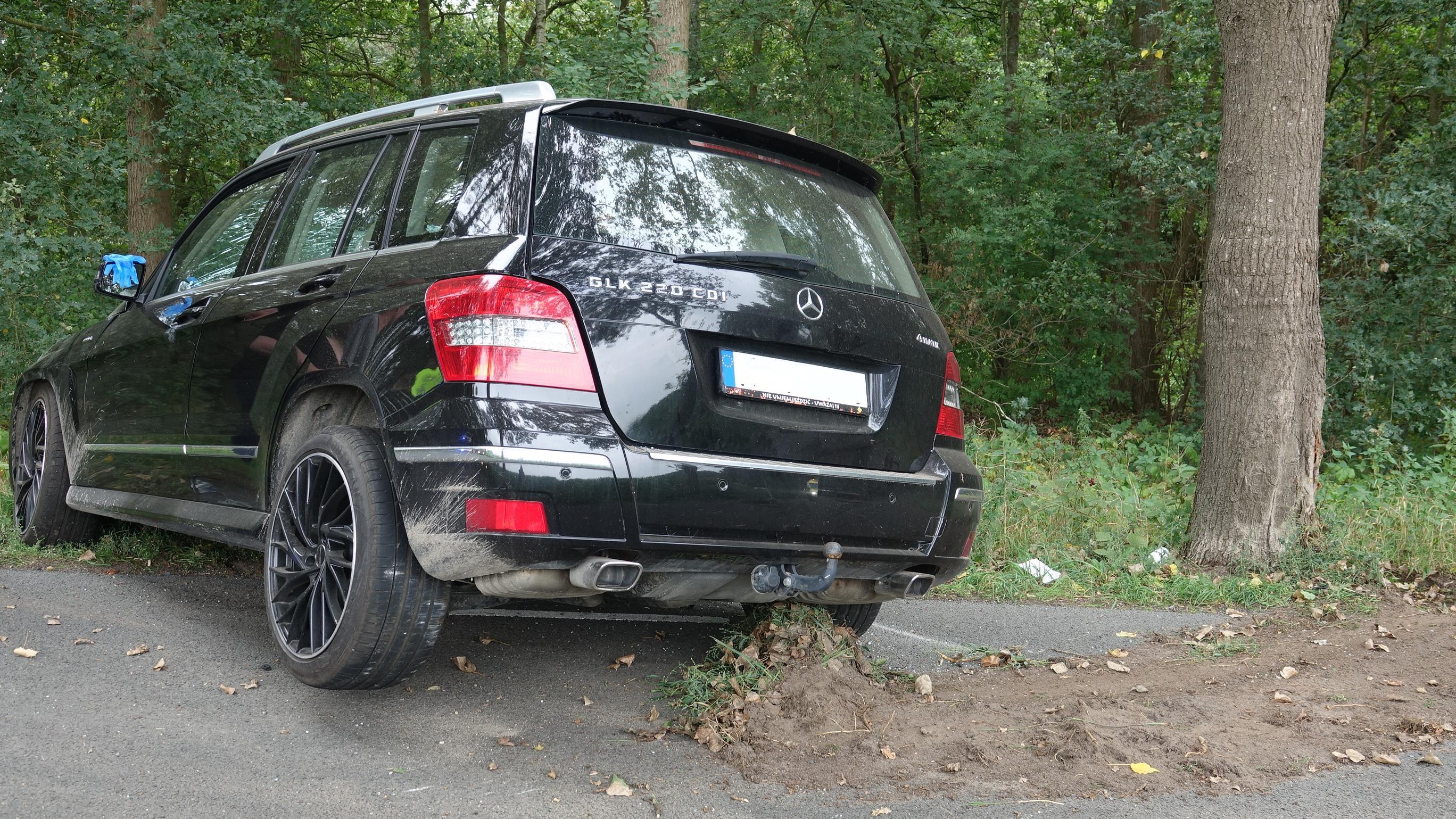 Automobilist gewond na botsing met boom in Collendoorn.