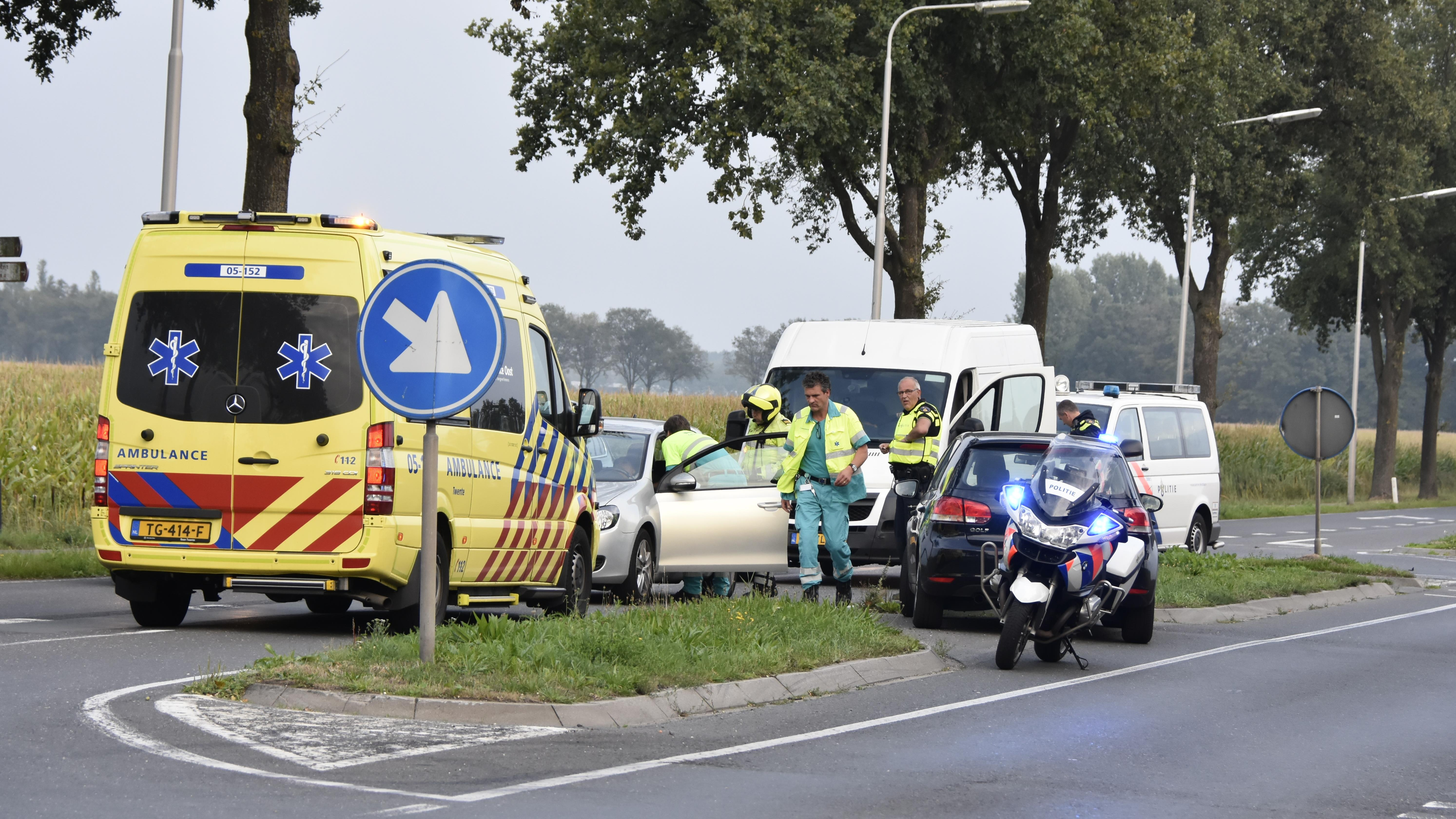 Vrouw gewond bij botsing op Aadorpweg in Vriezenveen.