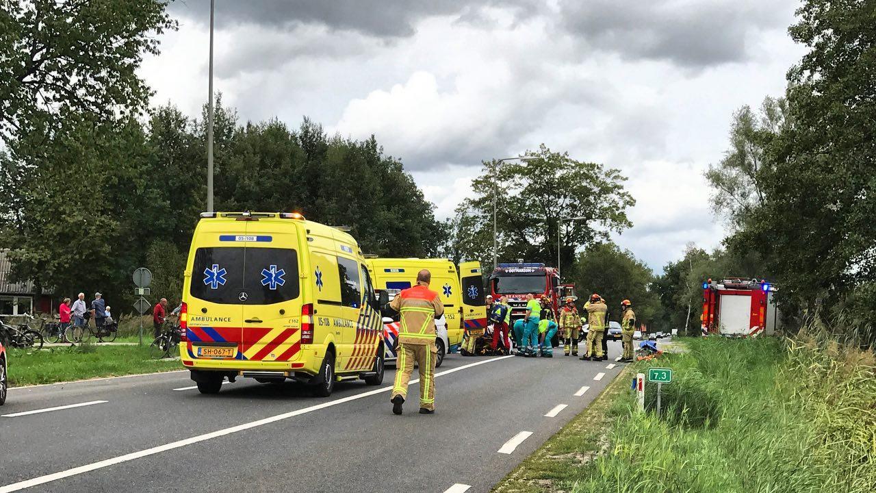 Fietsster zwaargewond bij aanrijding op N736 bij Agelo.