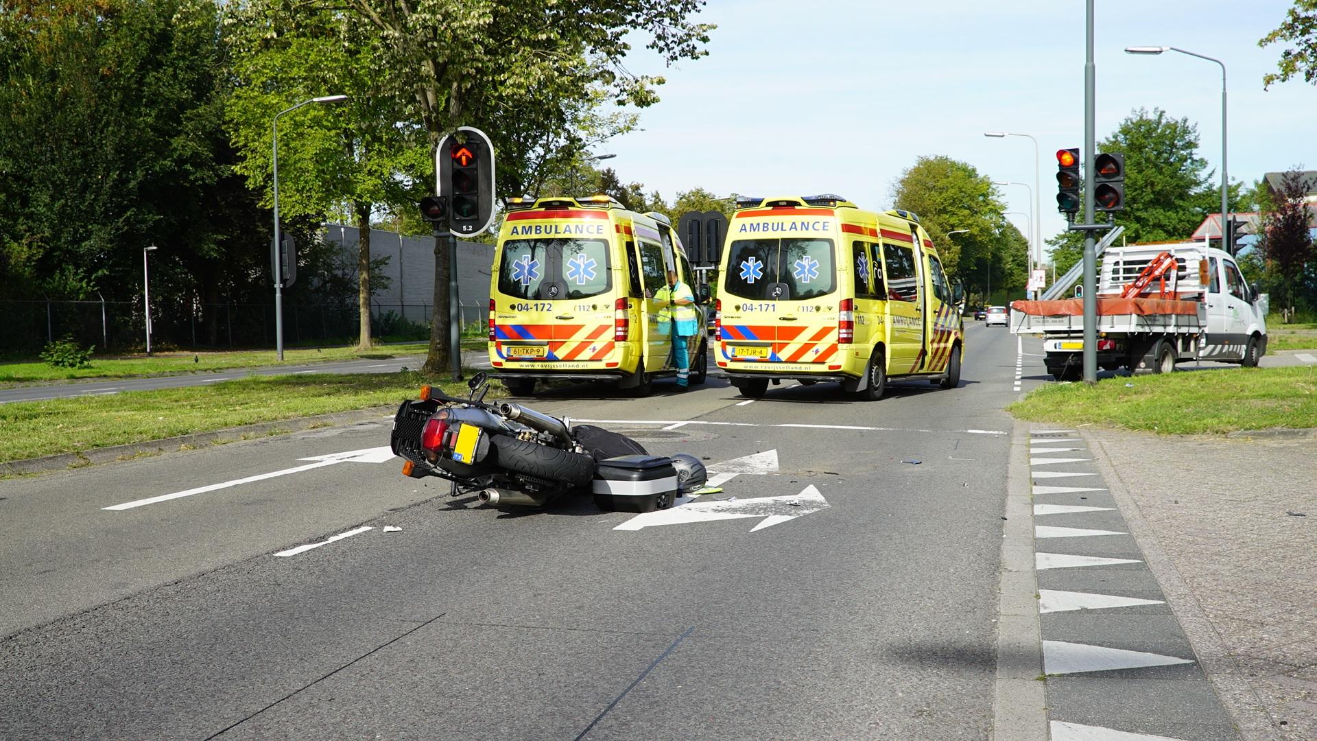 Motorrijder ernstig gewond na botsing busje Deventer.