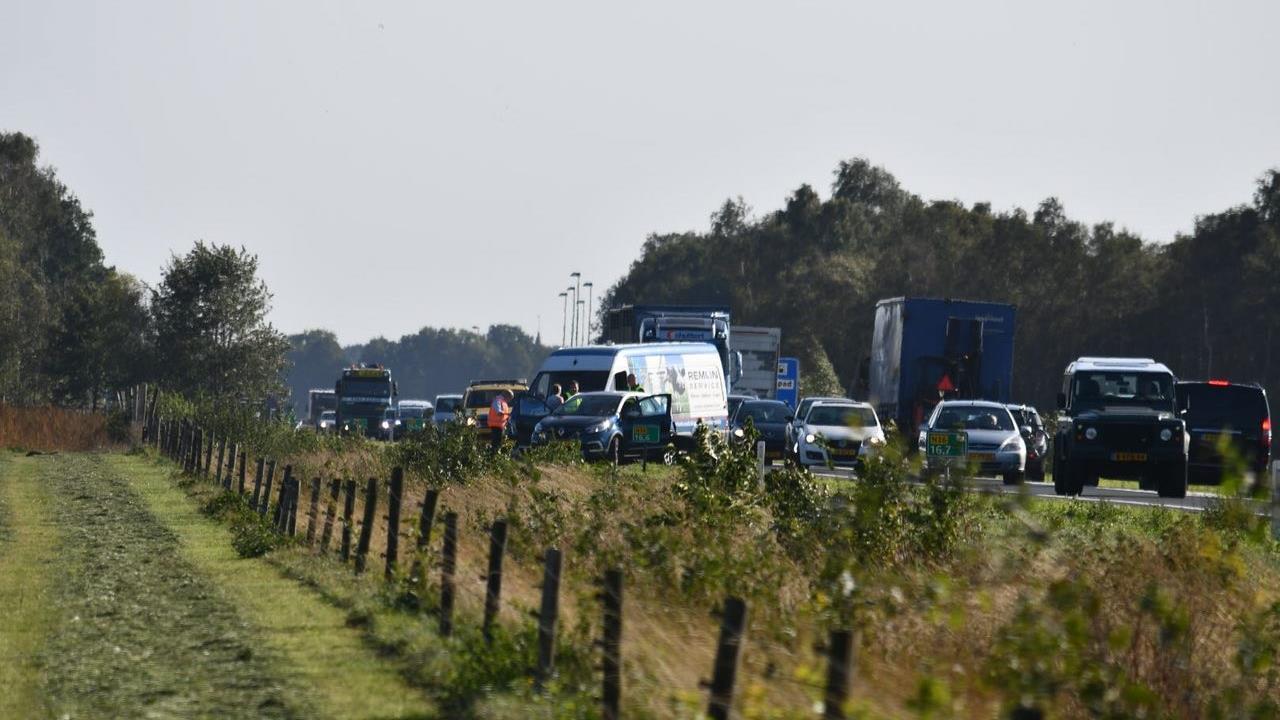 Ongeval bij Westerhaar veroorzaakt file op N36.