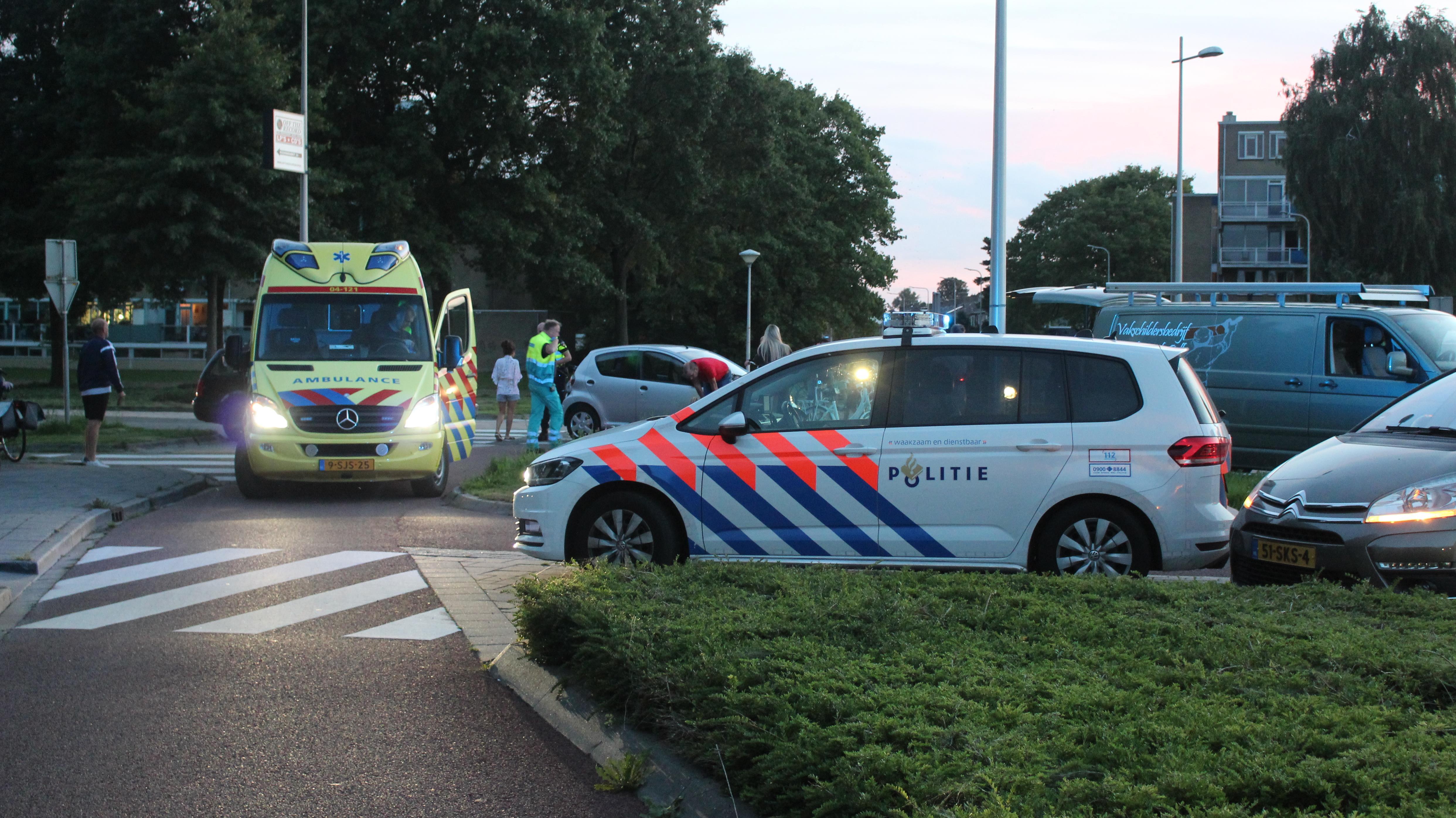 Jonge fietsster gewond geraakt bij botsing met auto in Kampen.