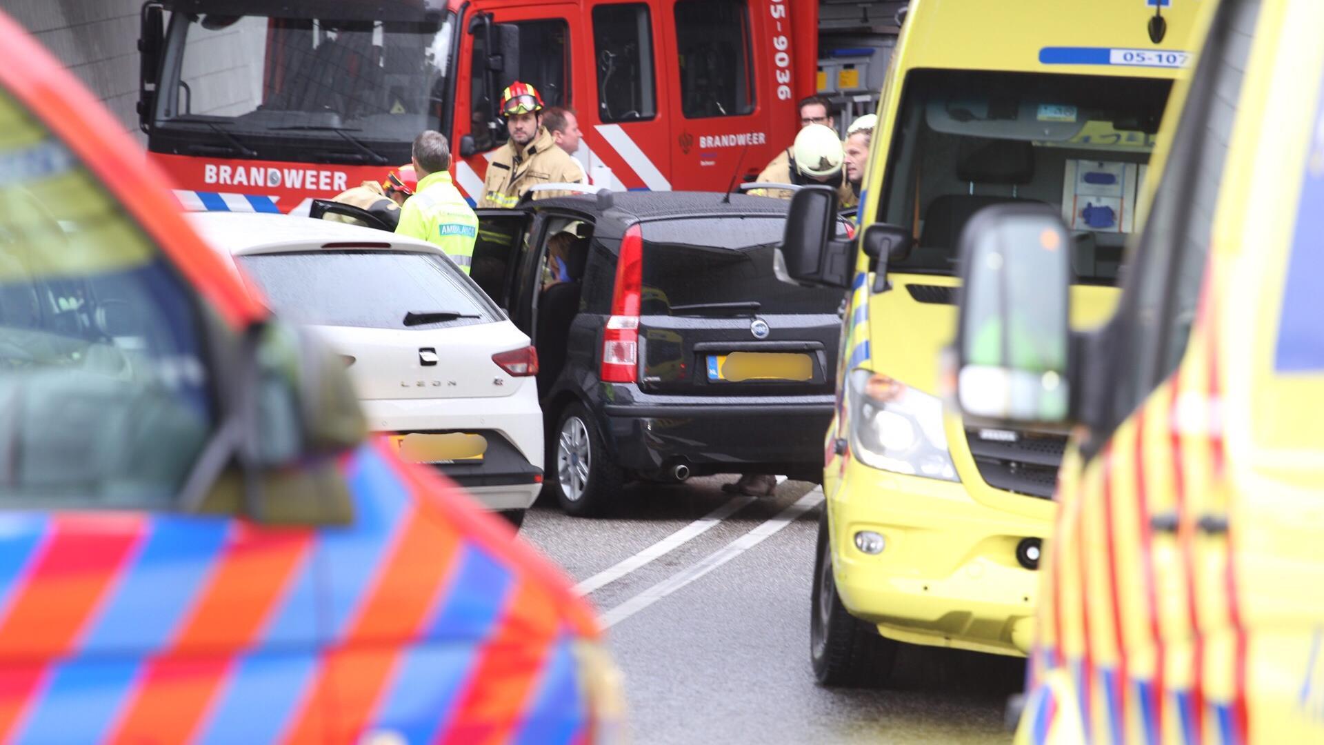 Automobilist gewond na ongeluk in tunnel in Rijssen.