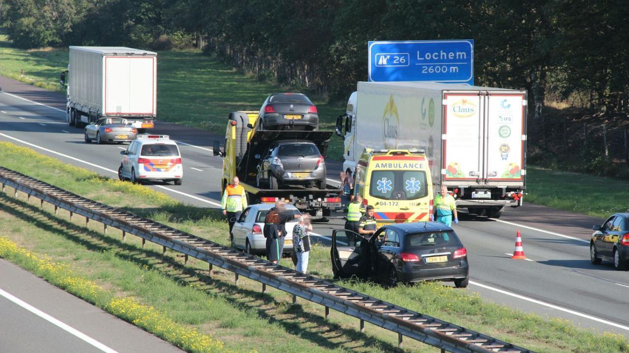 Lange file op A1 bij Deventer door ongeluk, weg weer vrij.