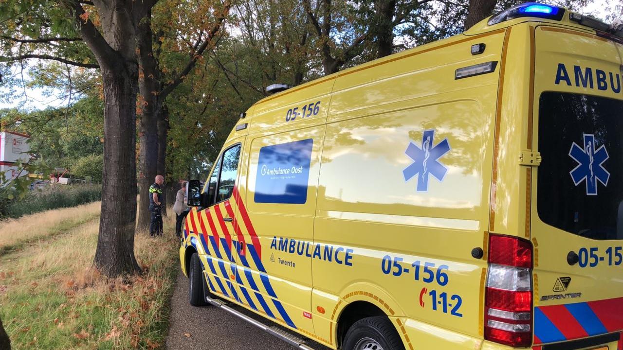 Fietser naar ziekenhuis na frontale botsing in Rijssen.