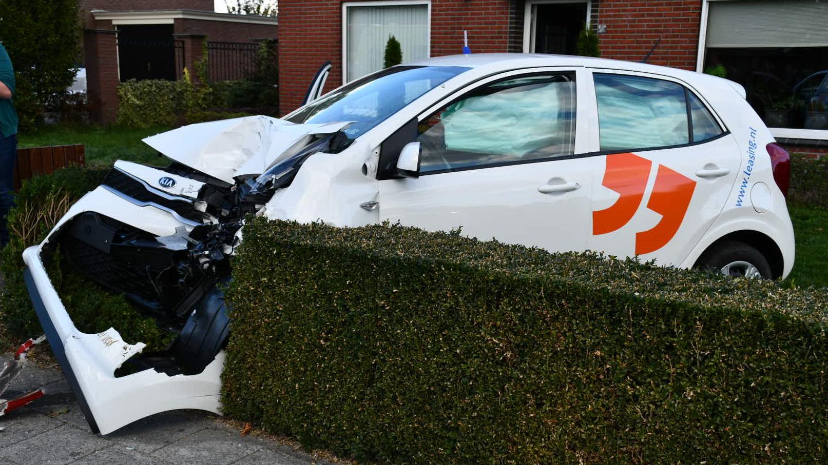 Vier gewonden bij botsing met twee autos bij Deurningen.