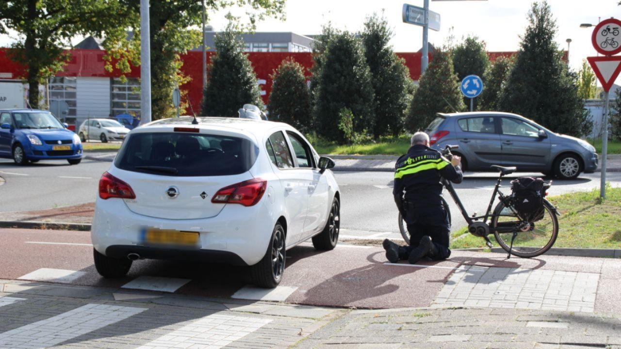 Fietser gewond na aanrijding in Almelo.