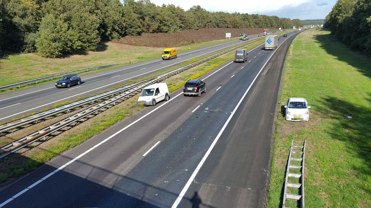 Chaos op de A1 bij Holten door drie ongelukken in korte tijd.