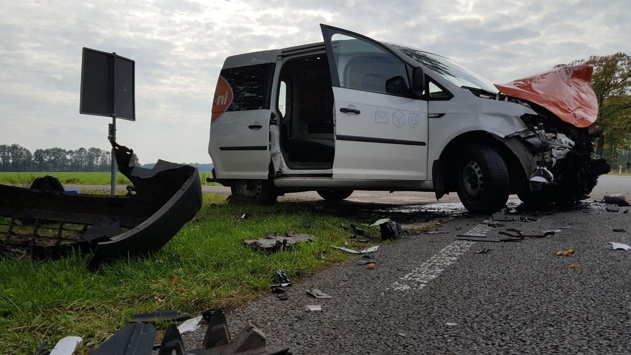 Autos total loss door aanrijding op N740 in Diepenheim.