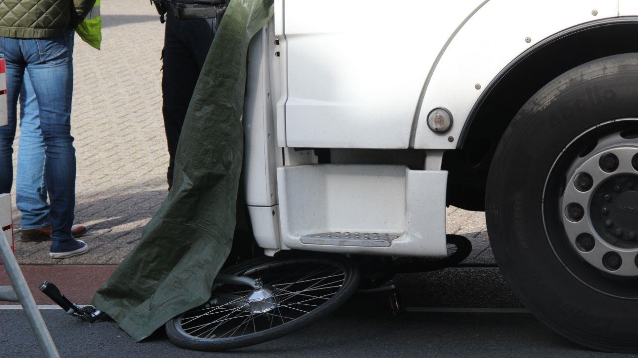 Vrachtwagenchauffeur uit Almelo betrokken bij dodelijk ongeluk in Lochem.