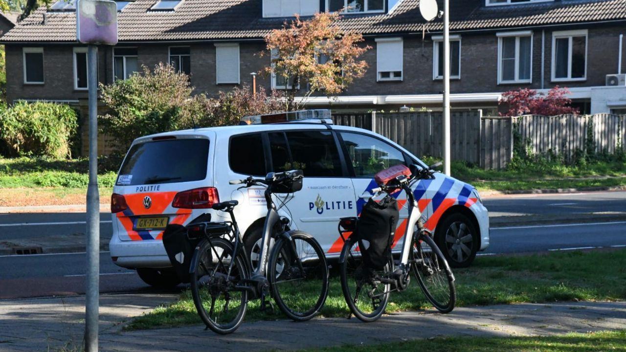 Fietsster gewond geraakt bij aanrijding met auto in Enschede.