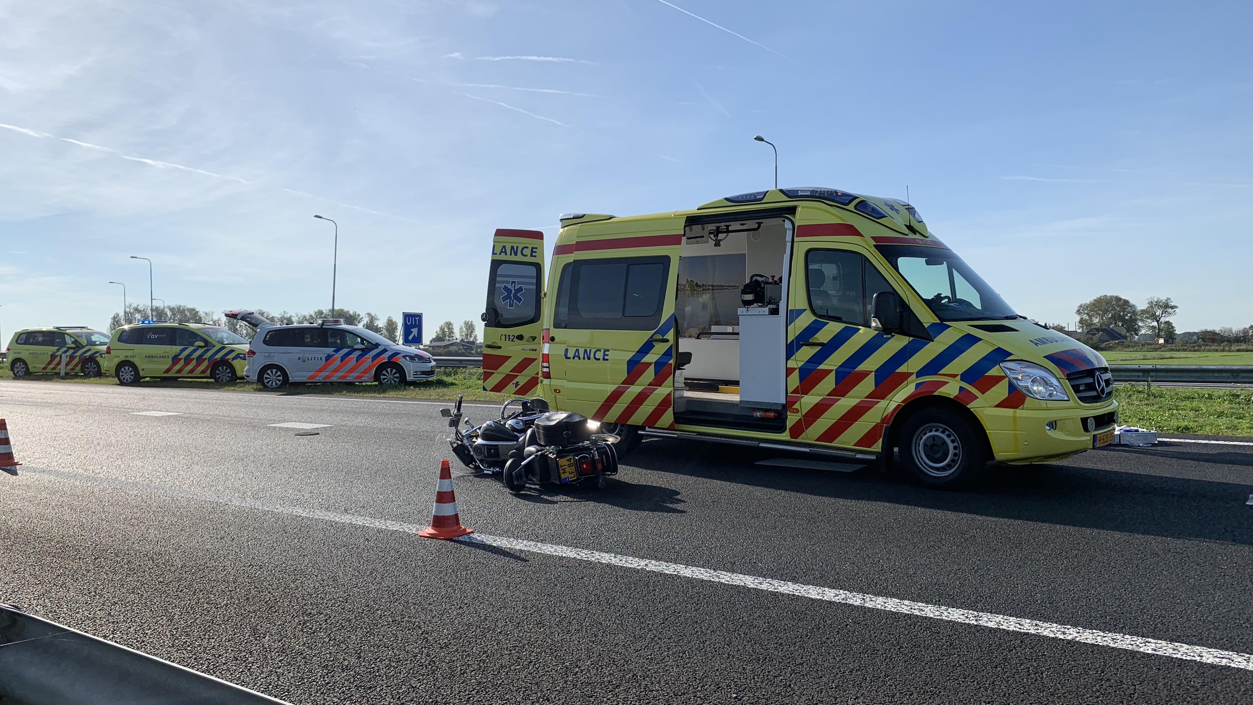 Ongeluk motorrijder op N50 bij Kampen, traumaheli opgeroepen.