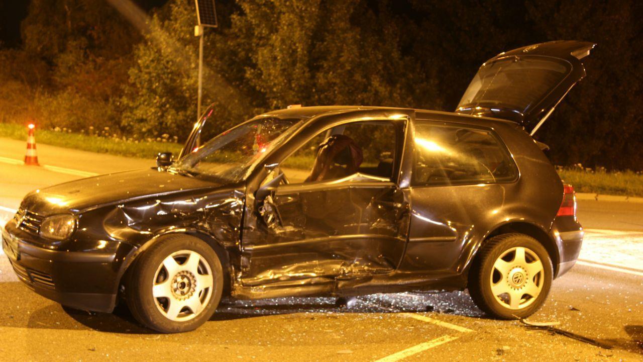 Twee gewonden bij aanrijding op kruising N332 met afrit A1 bij Holten.
