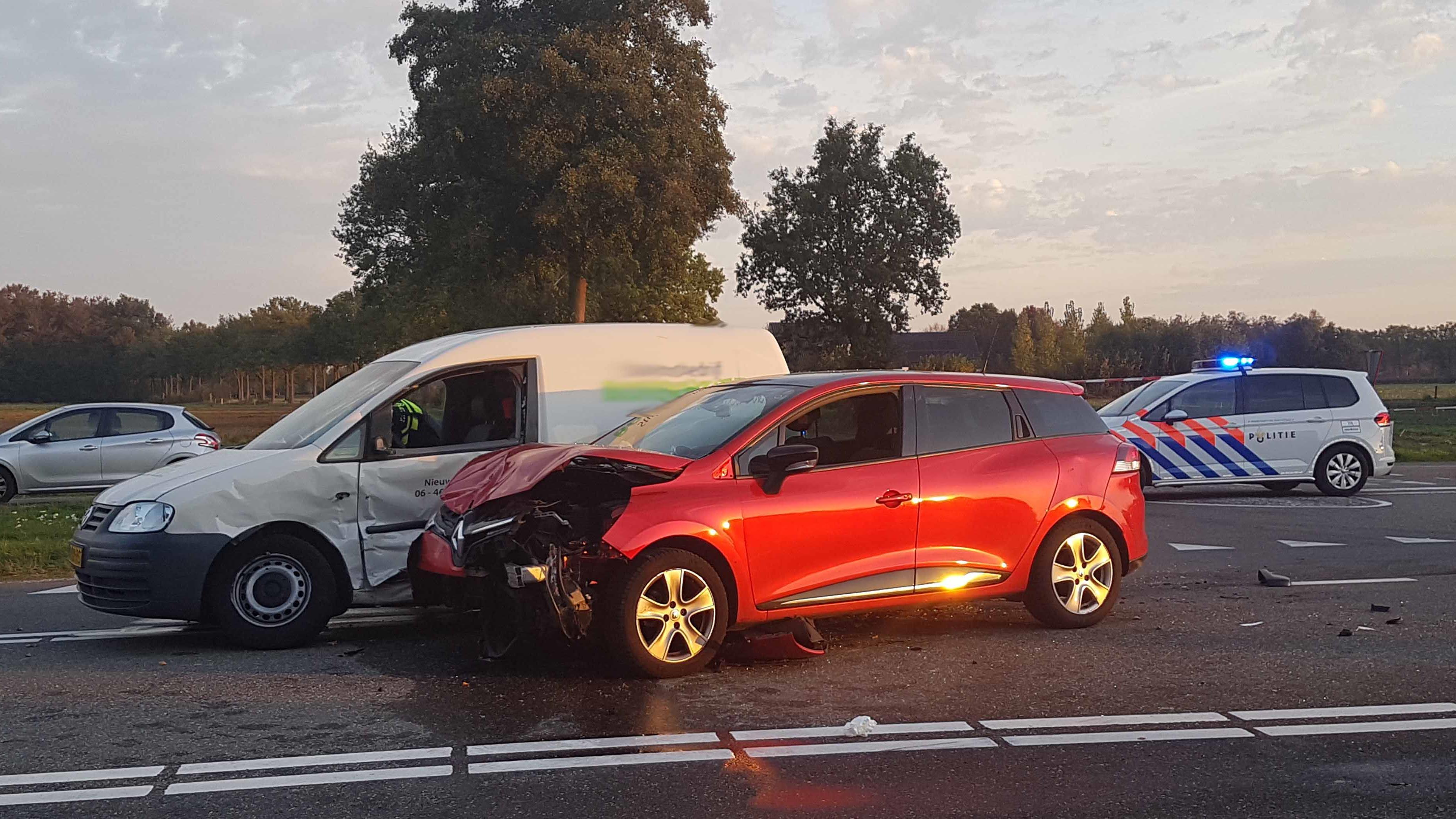 Vrouw en kind naar ziekenhuis na ongeval tussen Ommen en Zwolle.