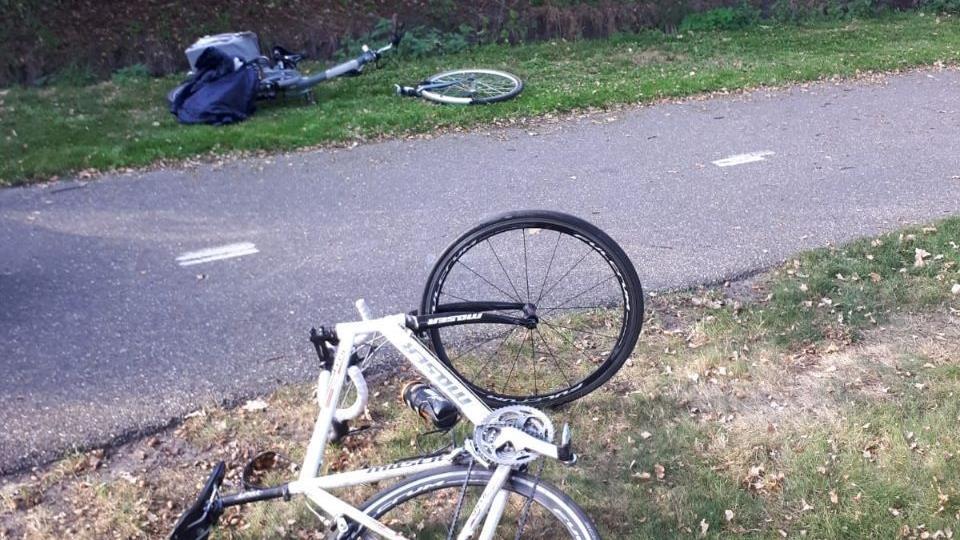 Fietsster gewond bij botsing met wielrenner in Wierden.