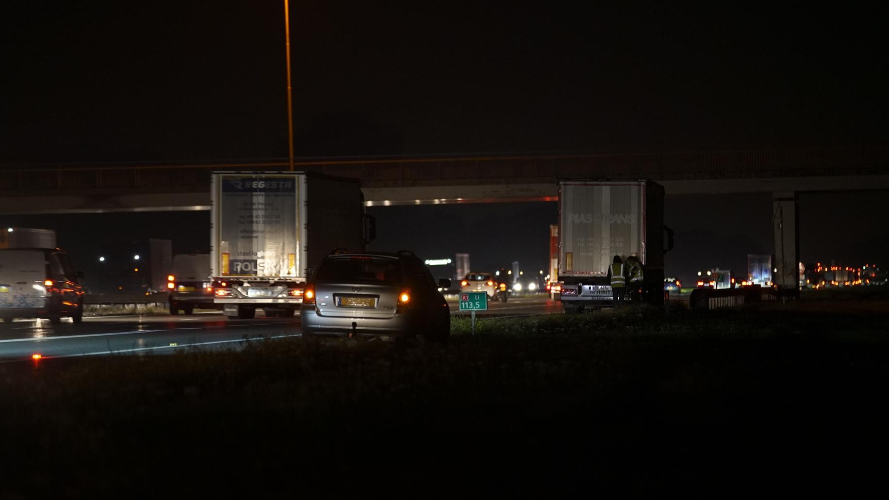 Forse vertraging A1 bij Bathmen na ongeluk met vrachtwagen.