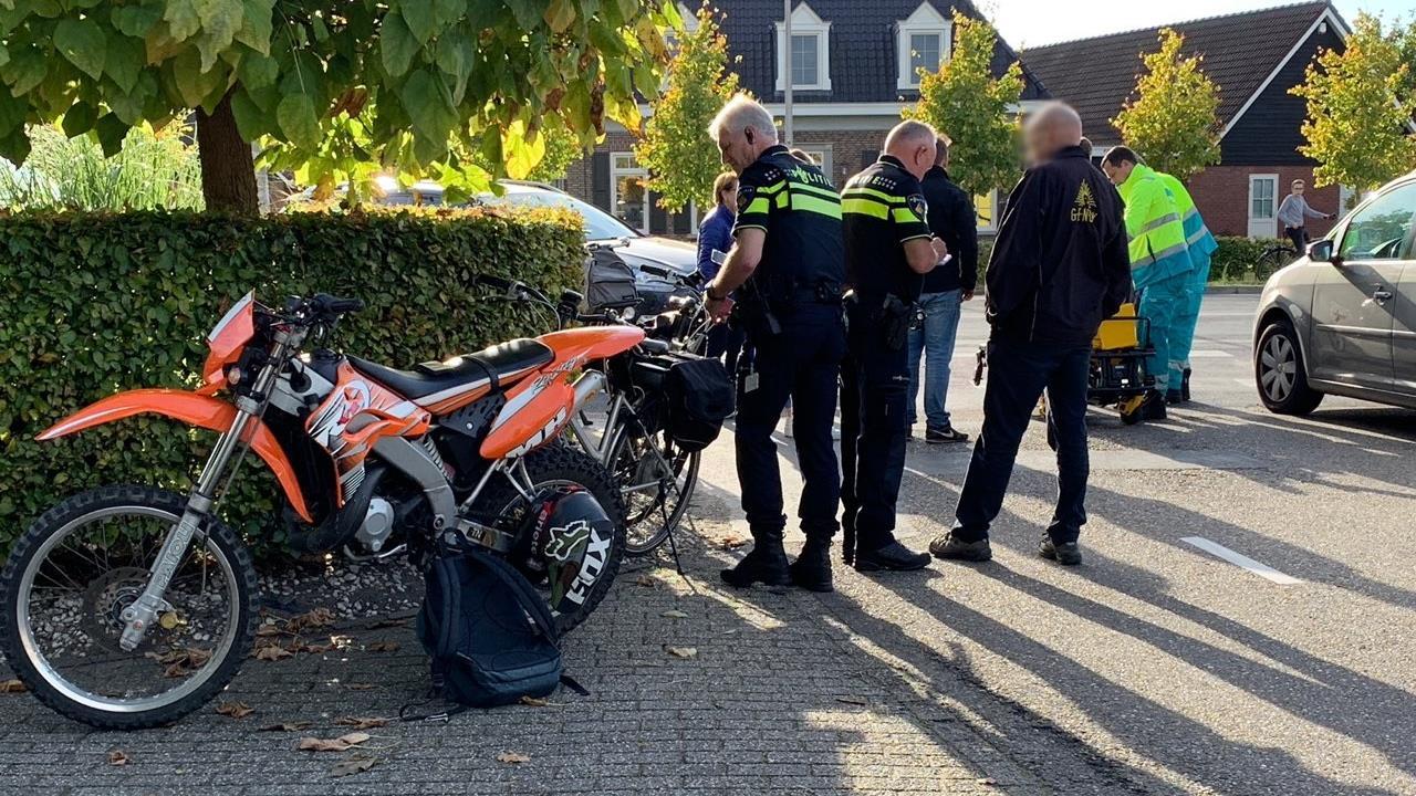 Bestuurder brommer gewond na aanrijding met auto in Weerselo.
