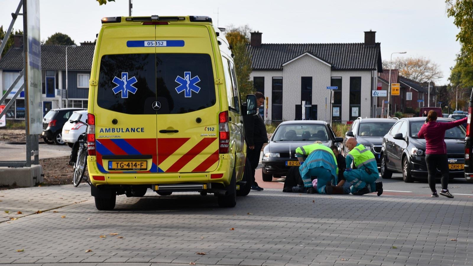 Fietsster raakt gewond bij aanrijding met auto in Vroomshoop.