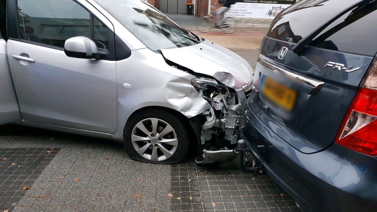 Automobilist gewond bij aanrijding met drie autos in Hengelo.
