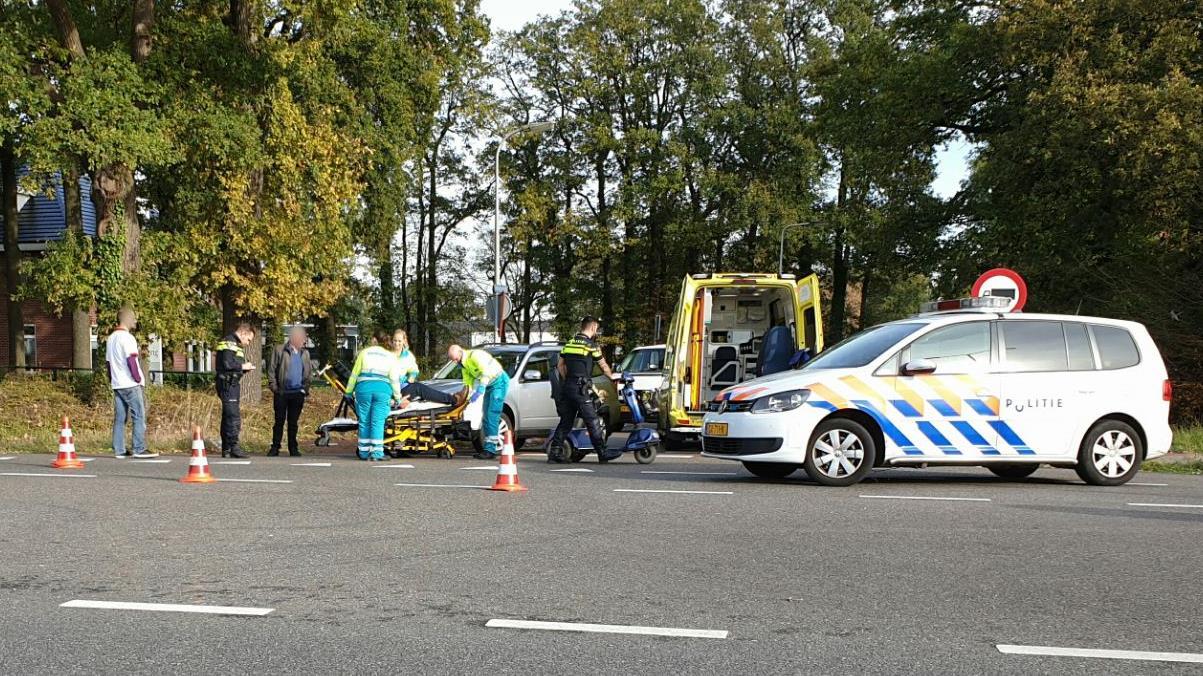 Man op scootmobiel gewond bij aanrijding in Enschede.