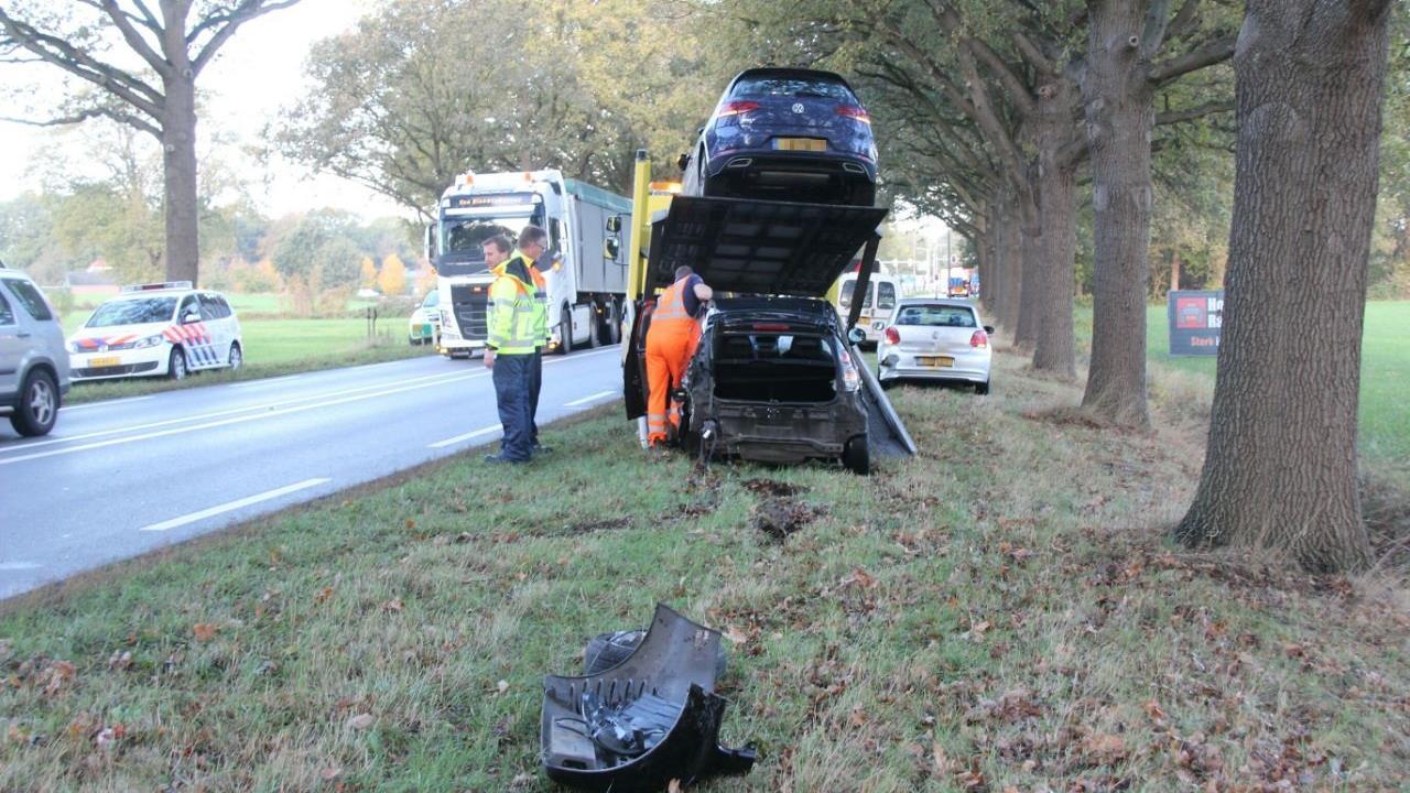 N35 deels afgesloten geweest na ongeval met drie autos.