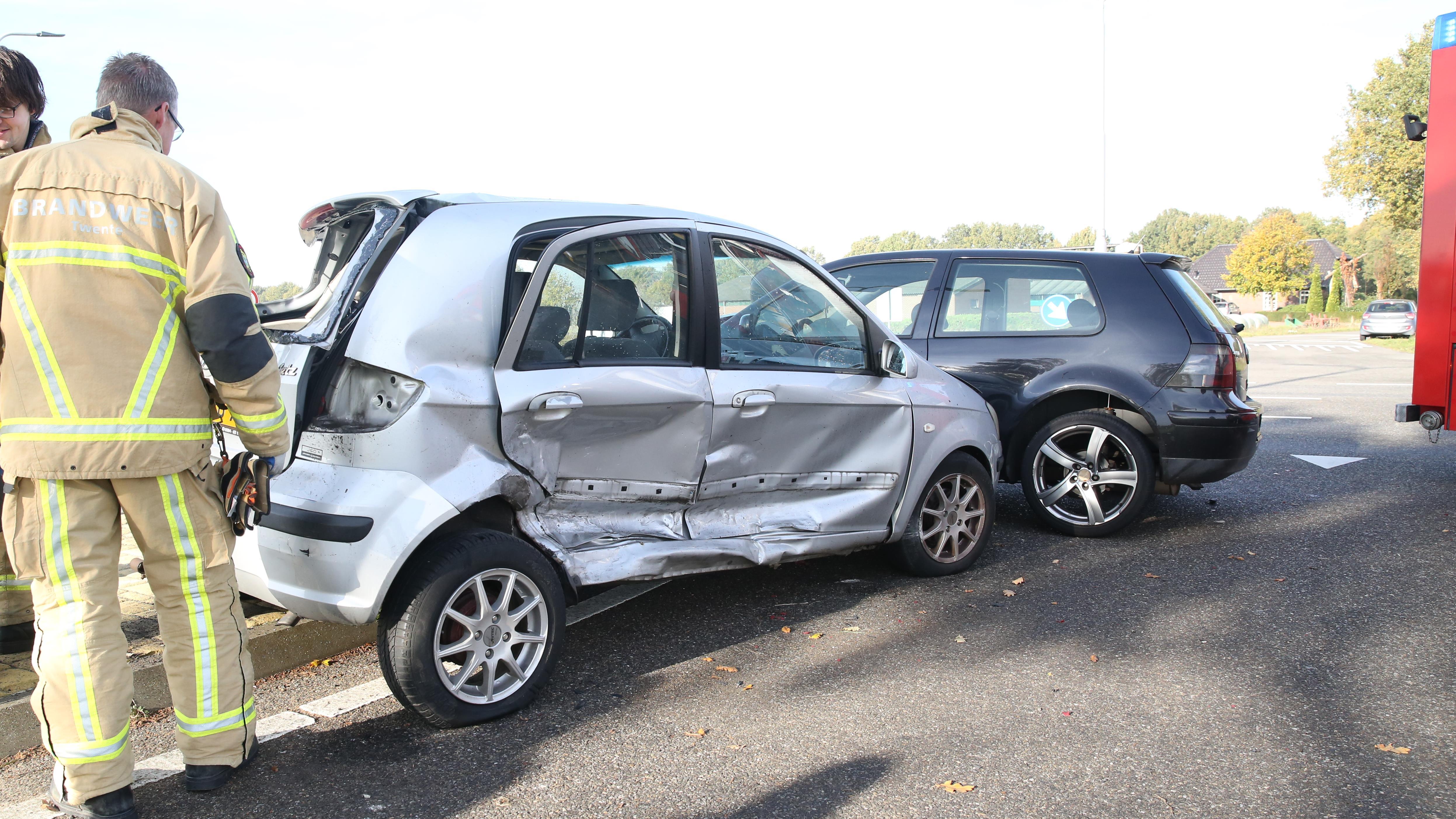 Vrouw en baby gewond bij aanrijding in Vriezenveen.