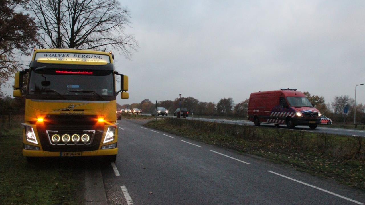 Flinke file op de N35 van Nijverdal naar Wierden na botsing tussen drie autos.