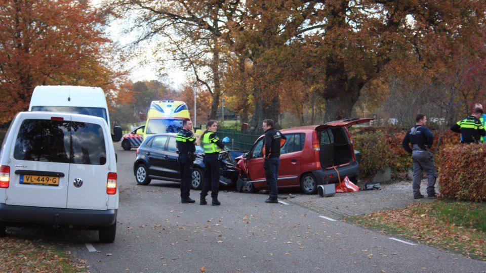 Twee gewonden bij aanrijding in IJhorst.