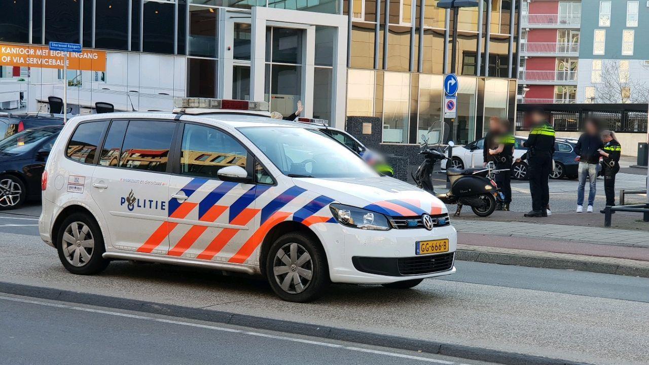 Scooterbestuurder gewond na aanrijding met auto in Hengelo.