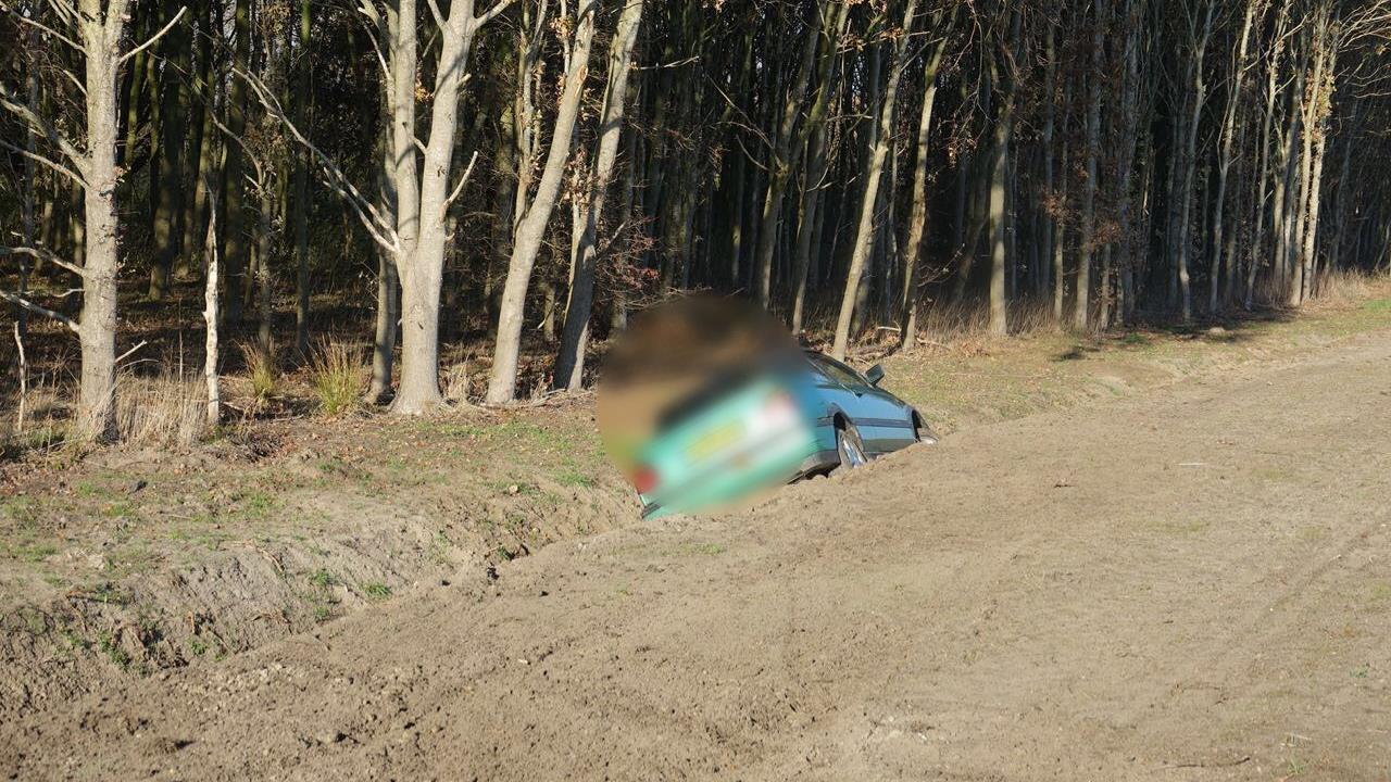 Twijfelachtige primeur: auto in de sloot bij eerste ongeluk op N34 sinds heropening.